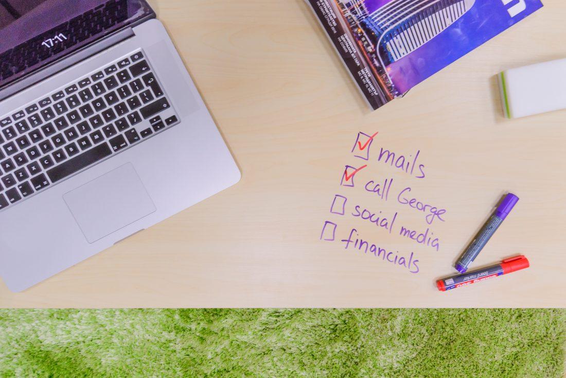 текст върху бюро