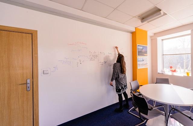 SAP Bulgaria perete Escreo Whiteboard vopsea