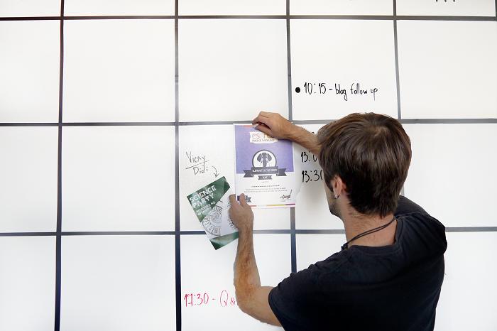 creativitatea angajatilor la birou perete Escreo