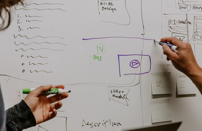 parteneriat escreo creatie vopsea whiteboard